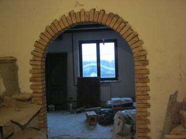 Если сравнить стоимость отделки дверных проемов керамической плиткой и , например, деревом или камнем, то керамика окажется значительно дешевле камня и долговечнее дерева.