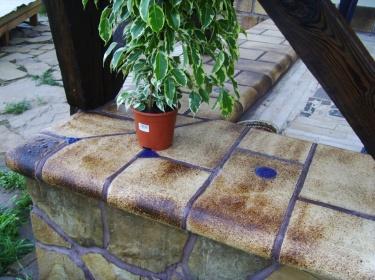 Как и любая другая керамическая плитка, шамот хорошо моется.
