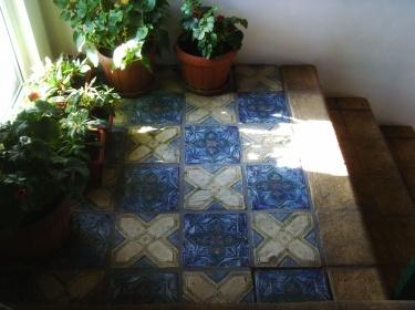 Если Вы решили оформить лестницу с помощью плитки ручной работы - результат всегда будет потрясающим.